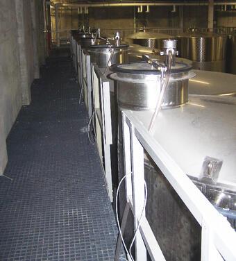 winery_walkway